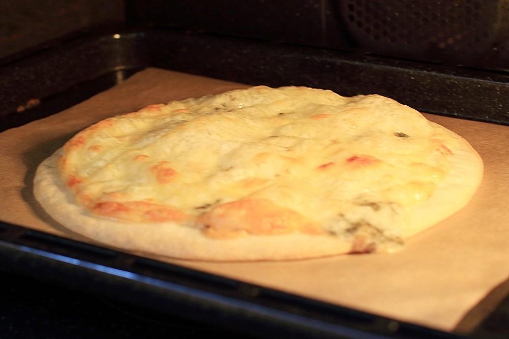 ブルーチーズとはちみつピザ
